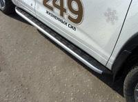 Пороги алюминиевые с пластиковой накладкой для Toyota Highlander (2014 -) ТСС TOYHIGHL14-20