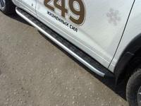 Пороги алюминиевые с пластиковой накладкой на Toyota Hilux (2011 -) ТСС TOYHILUX12-11
